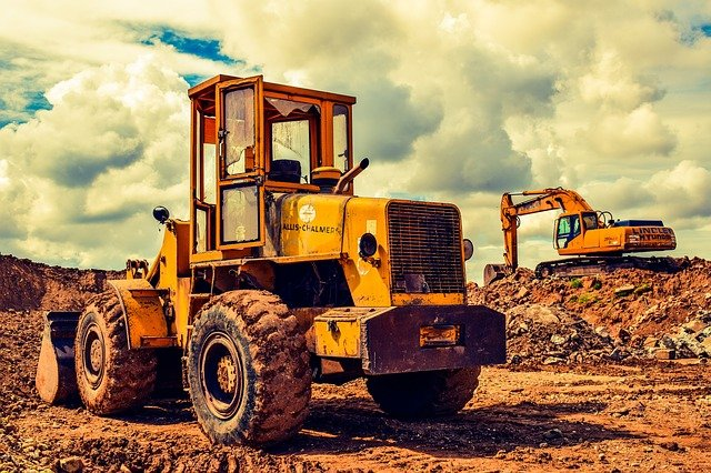 How a Small Construction Business Benefits from Hiring Heavy Equipment
